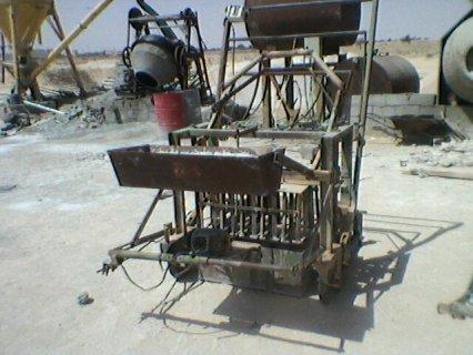 ماكينة صنع القوالب الإسمنتية