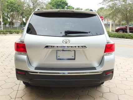 صور $My 2011 Toyota Highlander car for sale 3