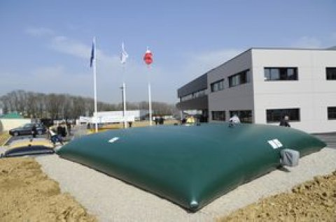 FLEXIBLE TANK FOR WATER AND FUEL STORAGE