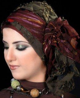 انسانة متواضعة محجبة حجاب عادى