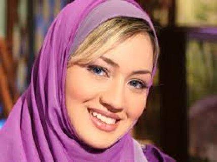 أنا فتاة مسلمة طيبة هادئة الطباع أود ألتعرف على رجل للزواج