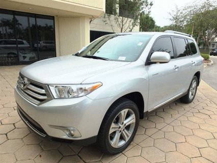 NEAT TOYOTA HIGHLANDER  FOR SALE
