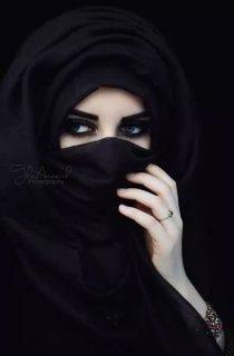 انا فتاة مسلمة سنية محجبة رومانسية محبة حنونة