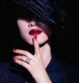 انا شابة ليبية ابحث عن رجل يريد الزواج من شابة فائقة الجمال