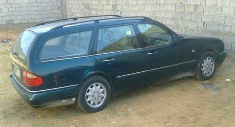 سيارة مرسيدس 320 للبيع