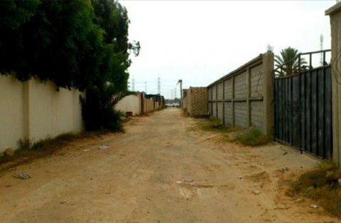 قطعة ارض للبيع تحتوي على 3 منازل وصاله